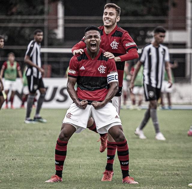 Meia Matheus França se destaca como grande talento no Sub-17 do Flamengo