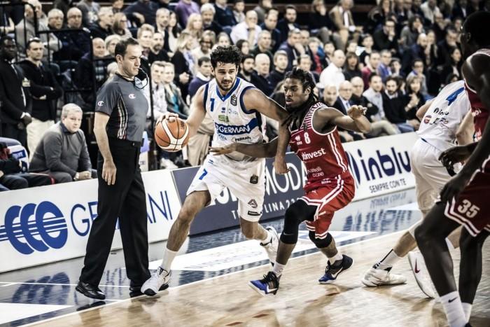 LegaBasket - Luca Vitali distribuisce e Brescia realizza, lezione di basket a Pesaro