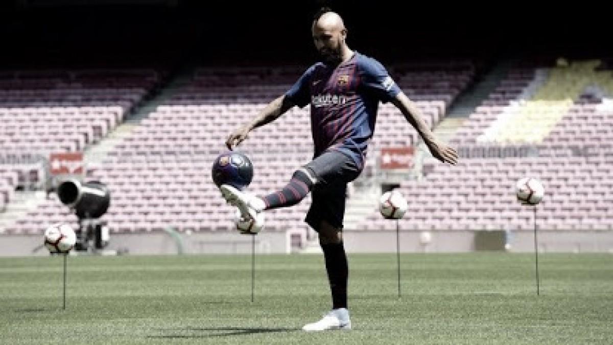 """Vidal exalta Barcelona em sua apresentação: """"Maior equipe do mundo"""""""