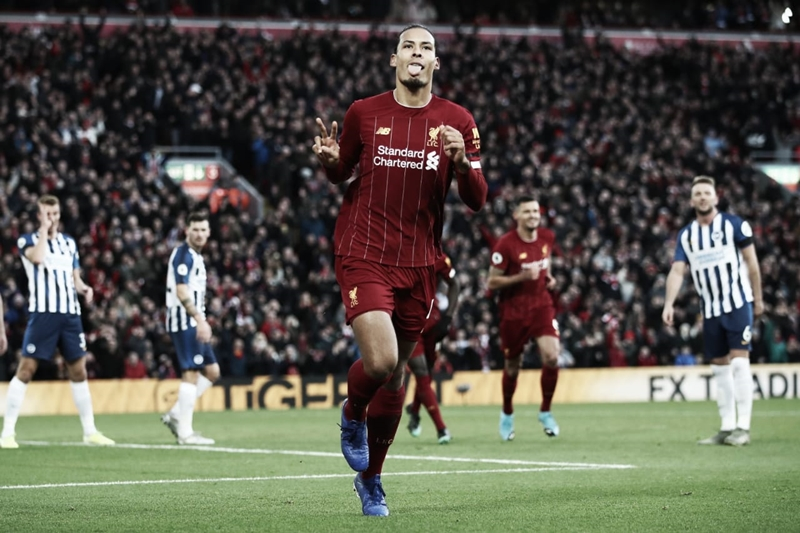 Alisson é expulso, Van Dijk marca duas vezes e Liverpool bate Brighton em casa