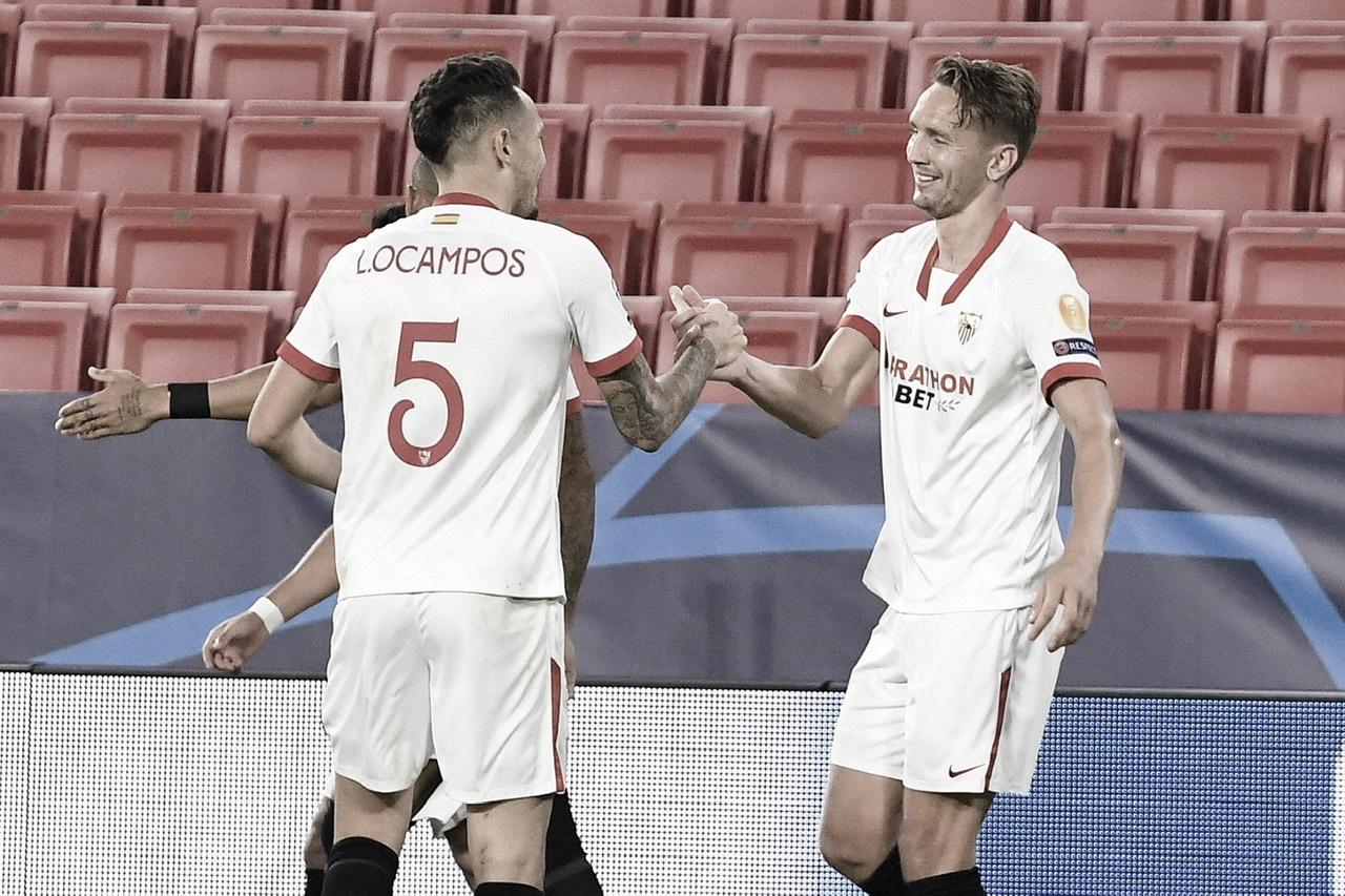 Celebración del goleador De Jong junto a Ocampos | Foto: Sevilla FC (twitter)