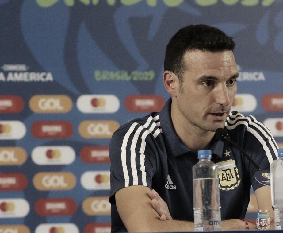 Scaloni replica críticas à Conmebol ao falar de 'sensação estranha' sobre árbitro