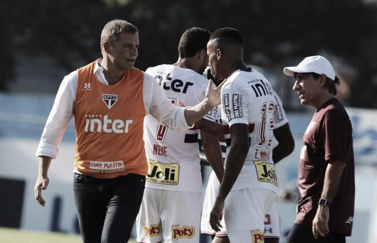 """Aguirre lamenta derrota na estreia e afirma: """"Temos de conseguir a classificação"""""""