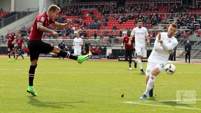 1. FC Nürnberg 1-0 Arminia Bielefeld:Petrak givesKöllner a win in first game