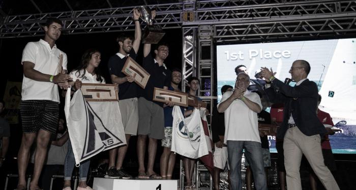 Cerimonia também foi marcada pela entrega dos troféus aos velejadores do juvenil (Matias Capizzano/Divulgação)