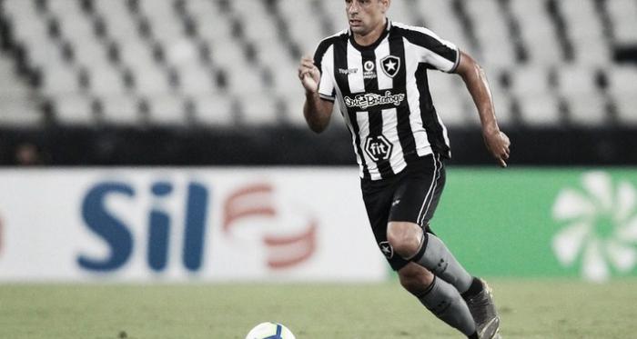 A lesão do jogador correu após um chute. / Foto: Vitor Silva / SSPress / Botafogo