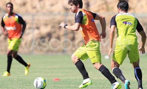 Juninho surpreende e participa de treino coletivo pelo Vasco