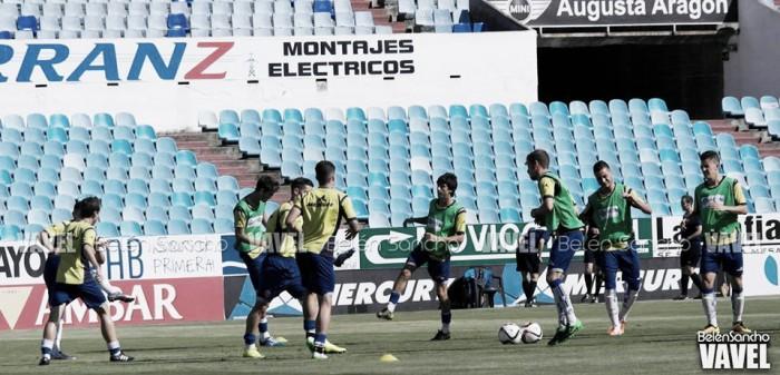 El filial calienta antes del último partido de la temporada 15/16 (Foto: Belén Sancho | VAVEL).