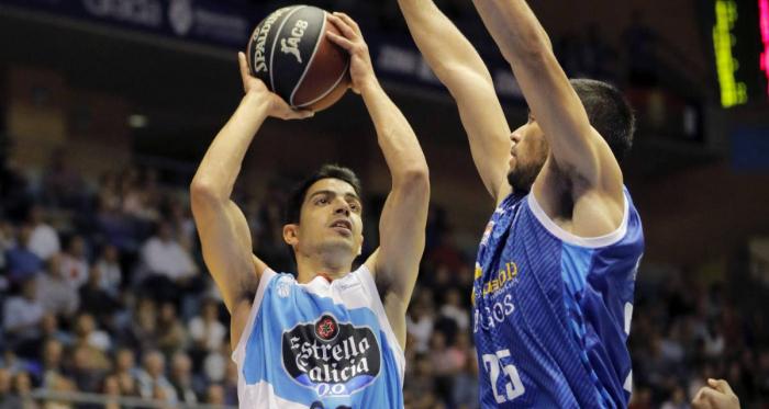 David Navarro lanzando a canasta en un partido de la temporada pasada frente a Burgos. Fuente: Diario AS.