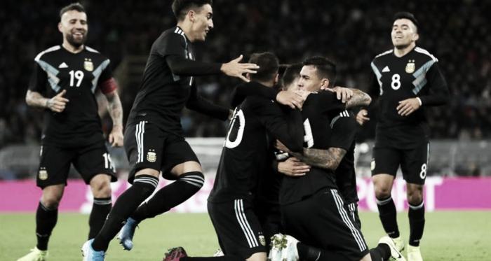 El glorioso abrazo de gol de los jugadores. Foto: Diario Marca