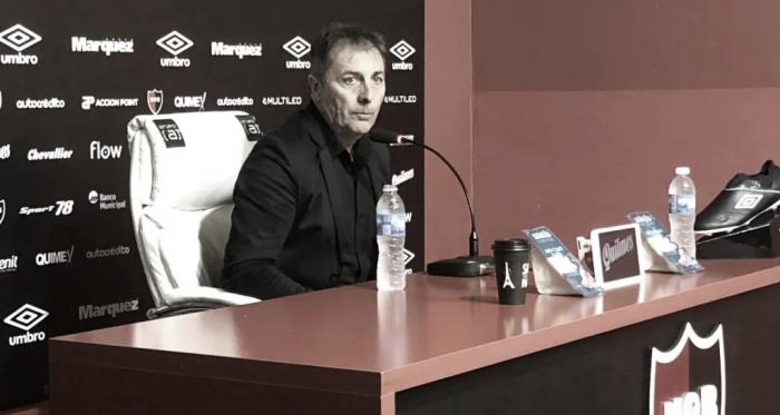 Frank Kudelka en rueda de prensa luego del empate frente al Taladro.