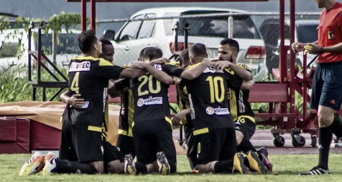 Deportivo Táchira tras conseguir el gol de la victoria ante Metropolitanos FC / wwwdeportivotachira.com