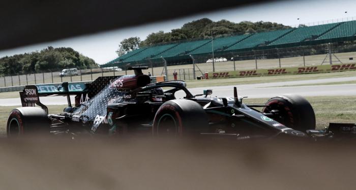 Mercedes domina os dois primeiros treinos livres; Ricciardo supreende