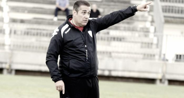 Sandoval dando instrucciones en su último entrenamiento (fuente CórdobaCF)