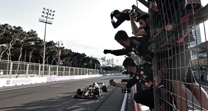 Red Bull segue como única equipe a pisar em todos os pódios da temporada