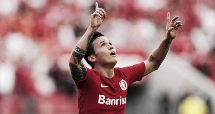 Seijas celebrando su Gol con Internacional SC.