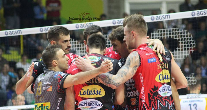 Volley M - La Sir Safety Perugia conquista il suo primo storico scudetto e realizza il triplete italiano