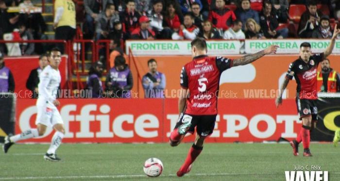 Damián Musto frene a León | Foto: Julio César Félix
