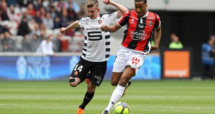 Bourigeaud à la lutte avec Pléa (source image : bfmtv.com)