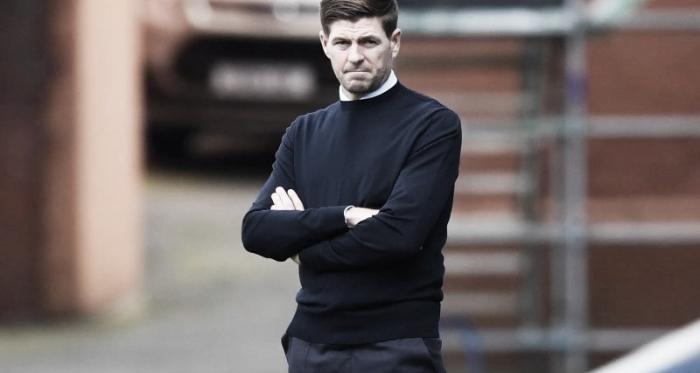 """Ídolo do Liverpool, Steven Gerrard afirma que treinar o Everton """"nunca será uma possibilidade"""""""