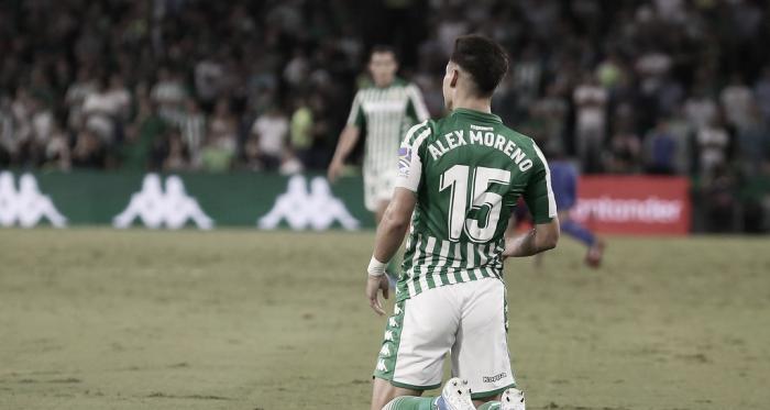 Álex Moreno sobre el verde | Fotografía: Manuel Jesús Pérez (Onda Bética)