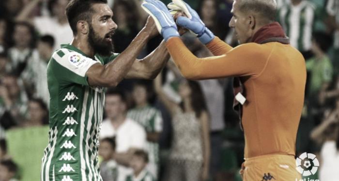 Joel Robles celebrando junto a Borja Iglesias | Fotografía: La Liga