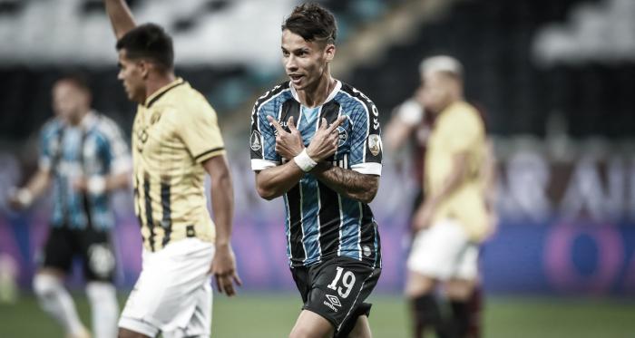 Guris marcam, e Grêmio despacha Guaraní na Libertadores