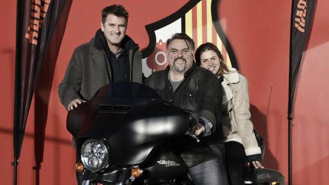 Mr. Clifton Onolfo y Mr. Curt Onalfo con una moto del nuevo patrocinador, Harley Davidson. Foto: CF Reus