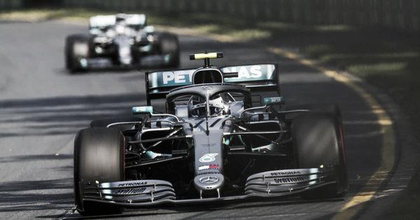 Bottas liderando y más atrás aparecía Hamilton | Foto: Fórmula 1
