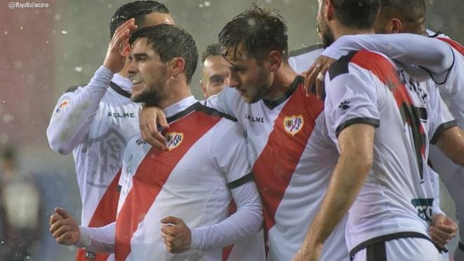 Los jugadores del Rayo celebran el gol de Pozo | Fotografía: Rayo Vallecano