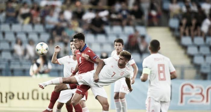Ferrán Torres pelea un balón con un futbolista armenio / Foto: @sefut