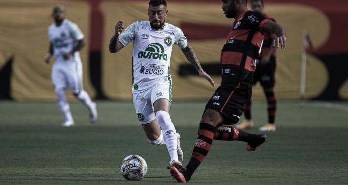 Chape perde chance de retomar ponta, mas auxiliar destaca empenho após jogo com Vitória
