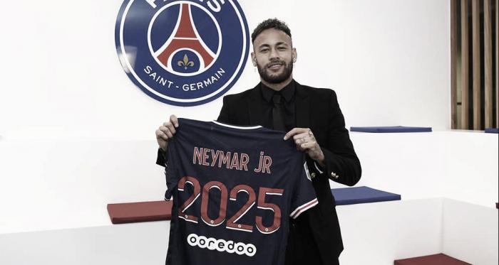 Paris Saint-Germain oficializa renovação contratual de Neymar