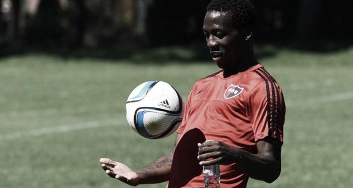Advíncula firmó como nuevo jugador de Newell's Old Boys durante la semana pasada. Foto: Facebook, Club Atlético Newell's Old Boys
