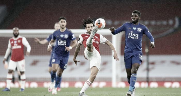 Arsenal perde chances no primeiro tempo e cede empate ao Leicester