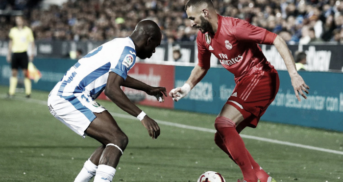 Benzema trata de marcharse de Nyom en la banda de Butarque / Foto: Real Madrid