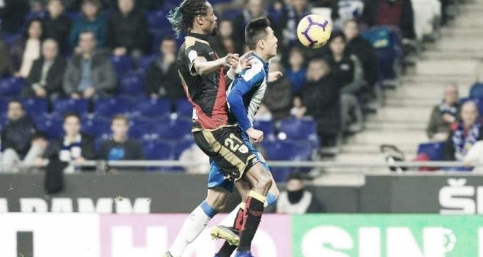 Ba ante un rival perico. Fotografía: La Liga