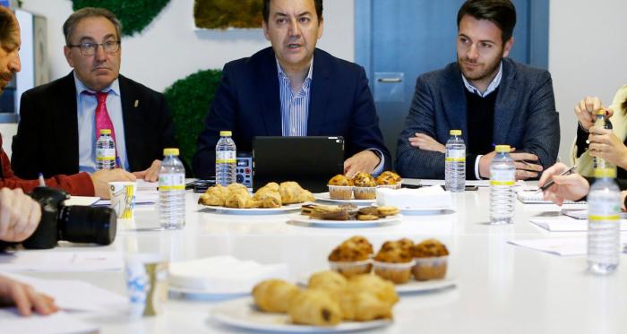 Pepe Macanás, Antonio Fernández Monterrubio y Fran Sánchez | Foto: Pepe Villoslada / Granada CF