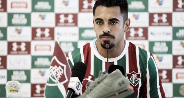 Júnior Dutra em sua apresentação (Foto: Fluminense/Divulgação)