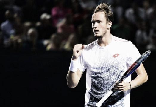 Daniil Medvedev no tiene contemplación y vence a Murray en set corridos. Imagen: @BrisbaneTennis