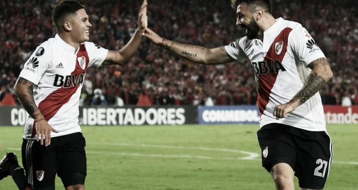 Juanfer Quintero (asistencia) y Lucas Prato (goleador), pusierona River Plate en octavos de final de Copa Libertadores aun con una fecha pendiente.FOTO: ESPN