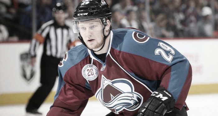 MacKinnon hace historia en la NHL al alcanzar los 500 puntos