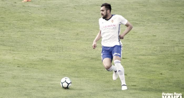 Borja Iglesias controlando un balón / Foto: Andrea Royo | VAVEL