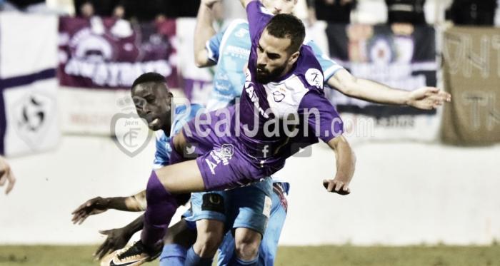 Choco en un lance del juego ( Real Jaén Best- Photo- soccer)