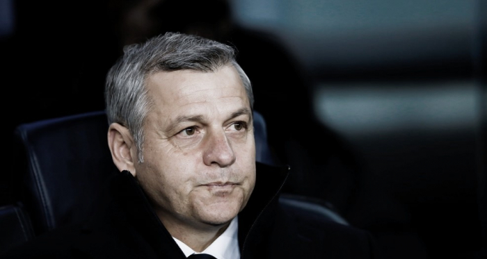 O técnico Bruno Genesio bem que tentou, porém não conseguiu vencer o Barcelona fora de casa. (Foto: UEFA / Divulgação)