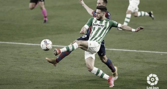 Alex Moreno alcanza los 50 partidos con el Betis