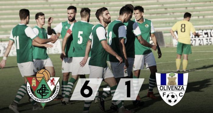 Los futbolistas del Cacereño festejan uno de los goles. Foto: CP Cacereño