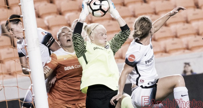 Rookie Jane Campbell makes a save earlier this season | Source: Jenny Chuang - VAVEL USA