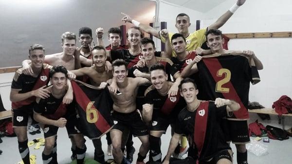 Jugadores del Juvenil A tras una victoria | Fotografía: Rayo Vallecano S.A.D.