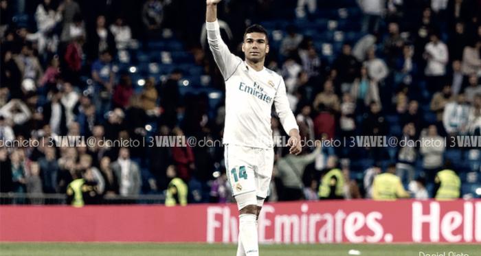 Casemiro saluda a la afición al término de un partido en el Bernabéu/ Foto: Vavel